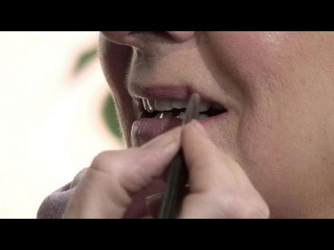 How To Put Lipstick To Mature Lips