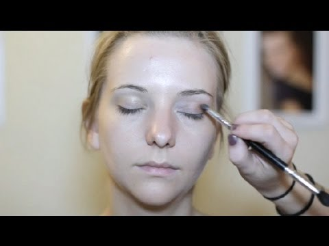 Easy Makeup Ideas for Green Eyes & Light Brown Hair : Makeup & Beauty Tips