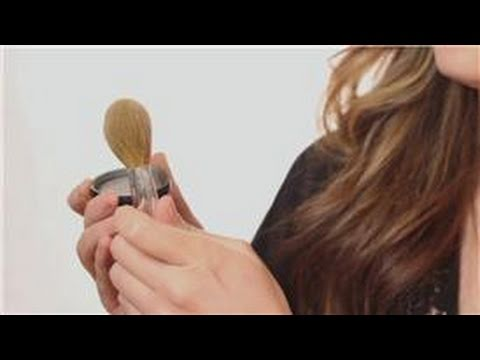 Porcelain Skin Makeup Advice : How to Apply Powder Mineral Makeup for Porcelain Skin