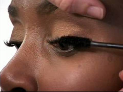 How to Apply Makeup for Women of Color : How to Apply Eyelash Primer