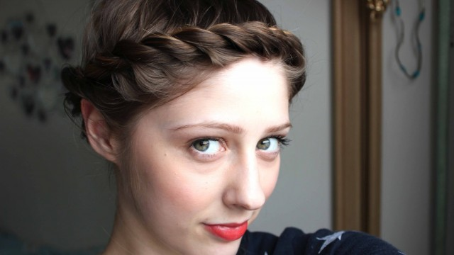 Quick & Easy hairstyle for short hair: crown twist